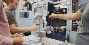 Robotiq helps you build robotics expertise