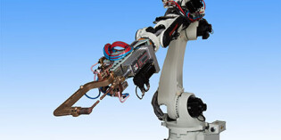 Kawasaki robots raise the roof in quality homebuilding
