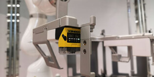 Mobile robot revolutionises semiconductor manufacturing process