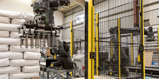 Automated palletising guide for milling and grain industry