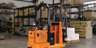 Heavy-duty AMR tugs and forklifts offer high payloads
