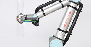 Tidying up cables with triflex on a Universal Robot